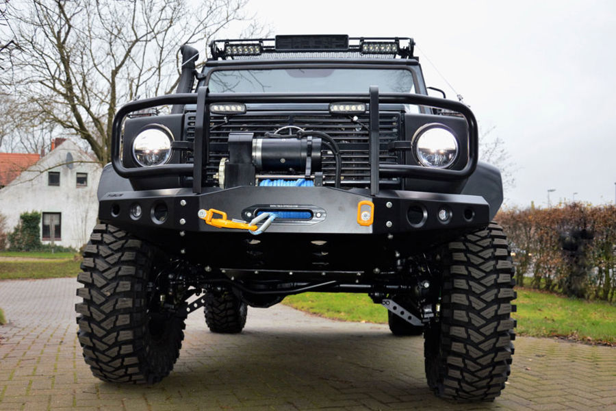 All Mercedes G-wagons can be equipped with TIBUS Bolt-on portals - even older models. To this one also a TIBUS high performance winch was fitted - perfectly installed in a TIBUS special front bumper with an integrated bull bar.