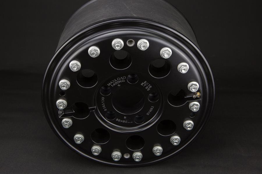 The 16-inch TIBUS beadlock wheel is black powder-coated. Because of the Mercedes-bolt pattern it fits all G-types and is perfectly matched to our TIBUS bolt-on portals due to it's offset of 65 mm.