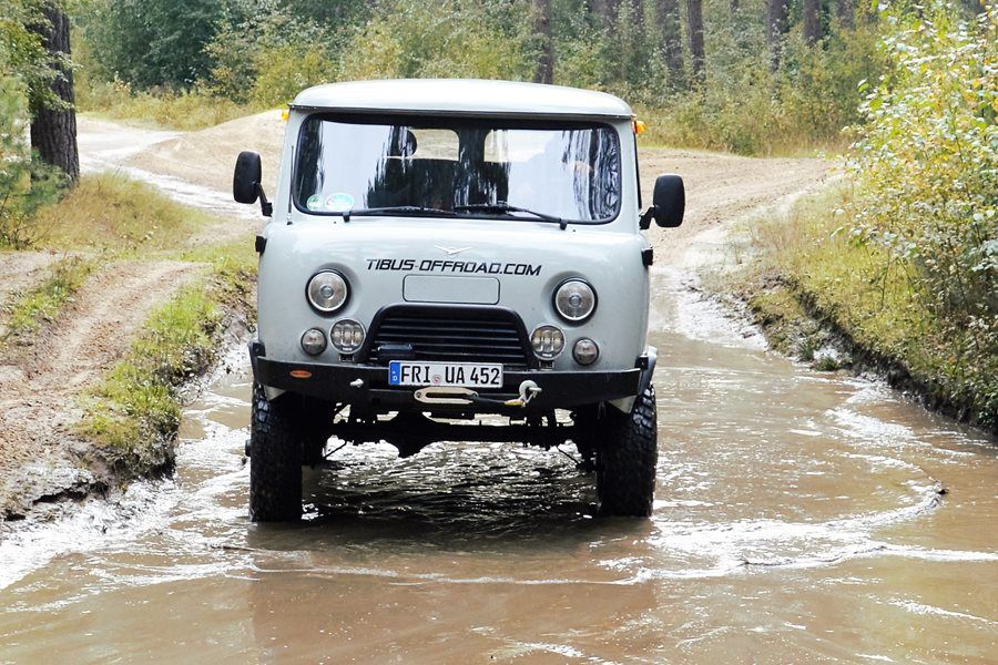 Can it be half a meter more? Water passages are no problem for the UAZ on TIBUS Bolt-on portals. In any case a TIBUS high-performance winch will help you in challenging situations.